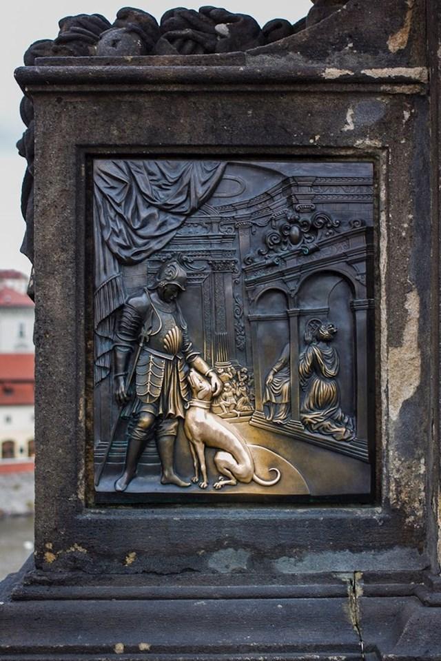 """""""Pas sjaji zlatom od tisuća maženja kroz stoljeća."""""""