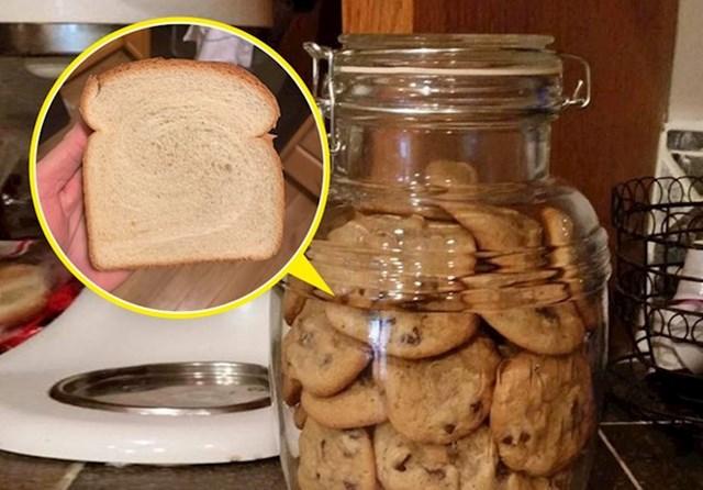 #8 Neka vaši kolačići budu svježi i vlažni, spremite ih s kriškom kruha.