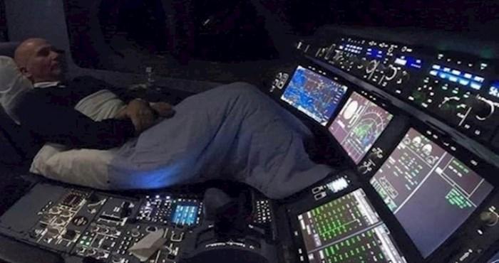 Ako se bojite noćnih letova, ova fotka mogla bi još više produbiti vaš strah