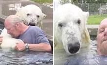 VIDEO Agee je polarna medvjedica koja kada ne glumi obožava provoditi vrijeme u bazenu