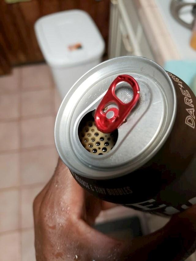 """""""Jučer sam otvorio pivo i pronašao mjehuriće uredno poredane."""""""
