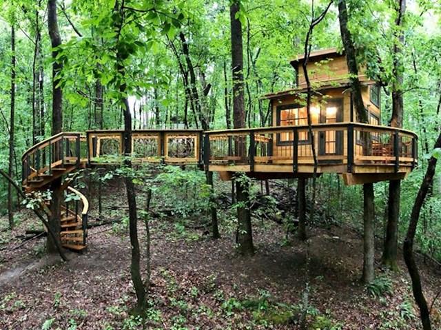 #2 Izgradio sam kućicu na drvetu kao projekt za vrijeme karantene.