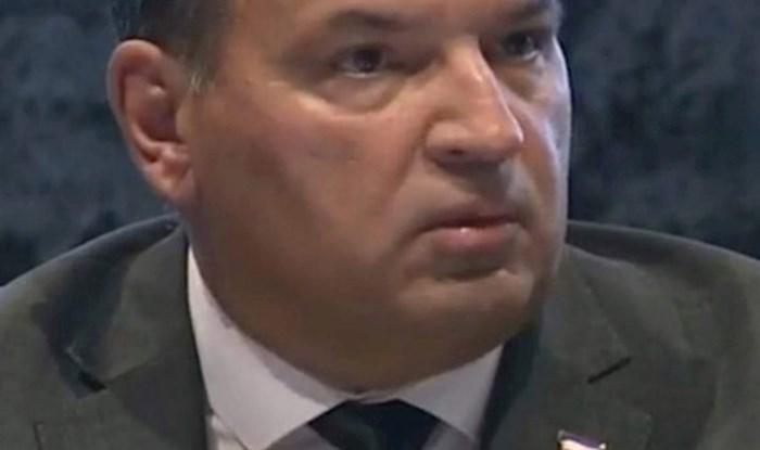 Netko je na današnjoj press konfernciji zamijetio smiješan detalj na sakou ministra Beroša