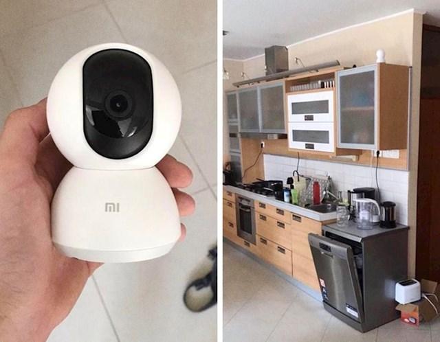 Rekao je da mora nešto popravaljati po stanu da bi nam ugradio bežžičnu 360° kameru sa snimanjem zvuka i nije nam to rekao
