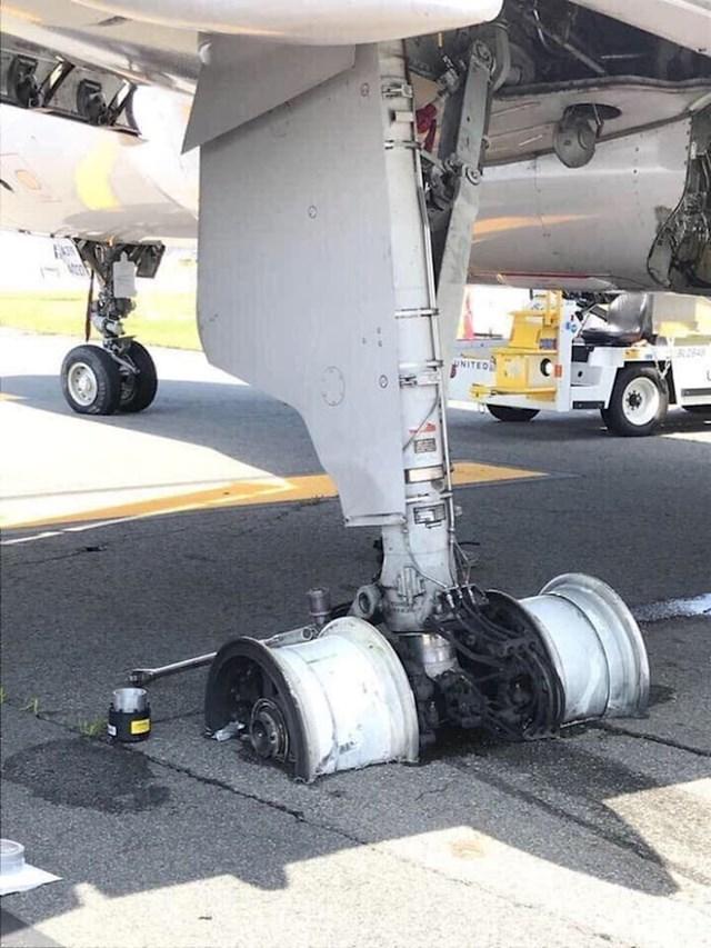 Gume na zrakoplovu kojem se usred polijetanja dogodio tehnički kvar