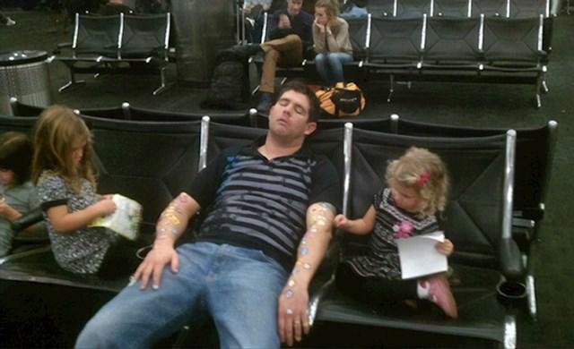 Evo zašto nije preporučljivo spavati na aerodromu