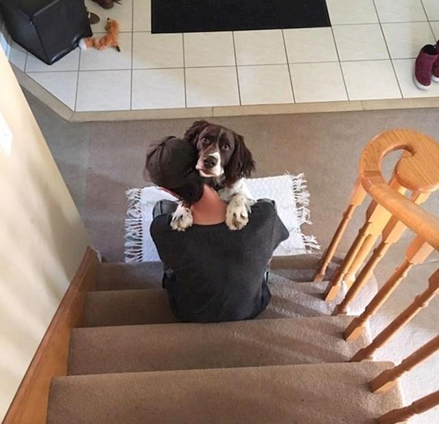 Ovako se moj pas i dečko svaki dan pozdravljaju, ovaj put sam ih uhvatila