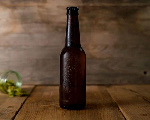 Boca pive je dizajnirana ovako da bi se rukom držao vrat boce i tako piće držalo dulje hladnim