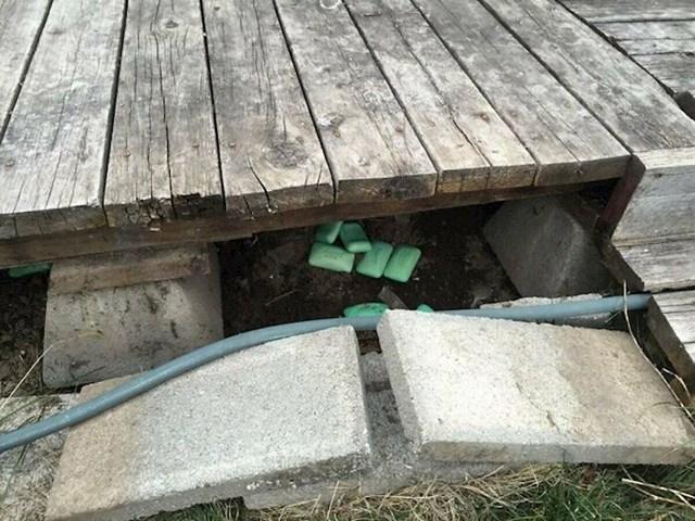 Ispod trijema se čuo jako neugodan miris, ovo je rješenje stanodavca