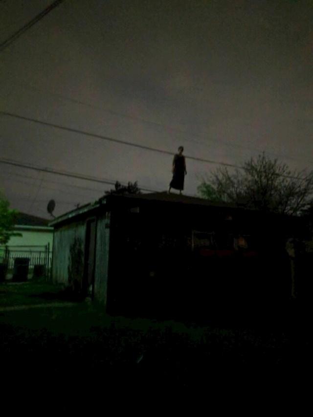 Slikao je ovo ispred svoje kuće