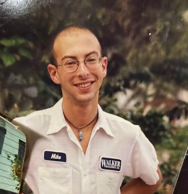 Moj tata sa 17 godina, skoro pa sasvim ćelav