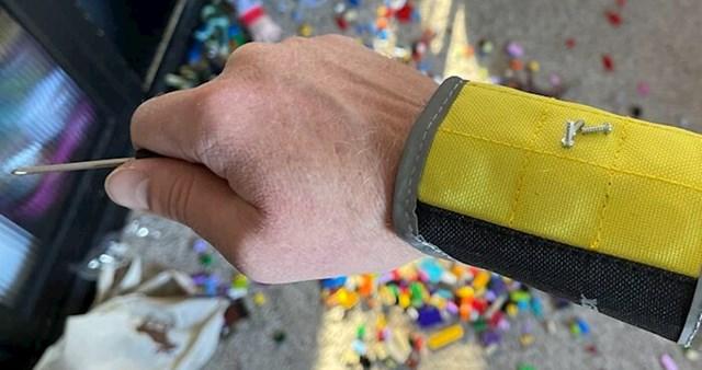Narukvica s magnetom za čuvanje sitnog alata dok popravljaš