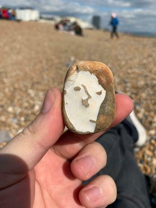 Na plaži je pronašao kamen koji izgleda kao Picassova slika