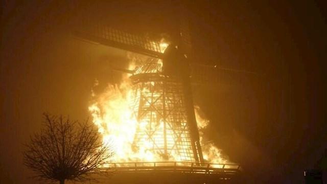 Požar na nizozemskoj vjetrenjači koja je radila od 1848. godine