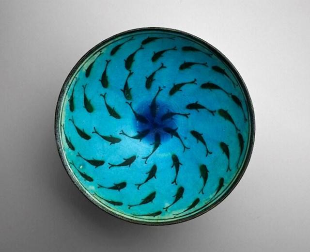 Zdjela s ribama, pronađena u Iranu. Stara 800 godina
