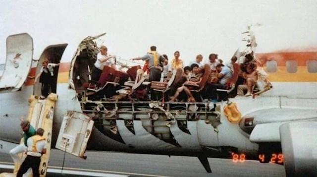Travanj 1988. godine - krov na zrakoplovu Aloha Airlinesa se odvojio usred leta. Jedna stjuardesa je poginula