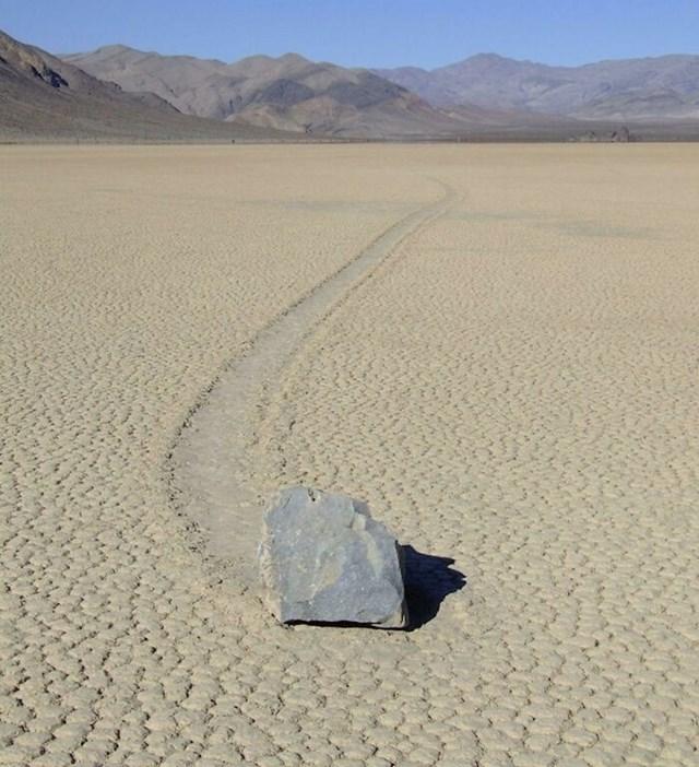 Čuvena kamenja iz Doline smrti u SAD-u pomiču se sama