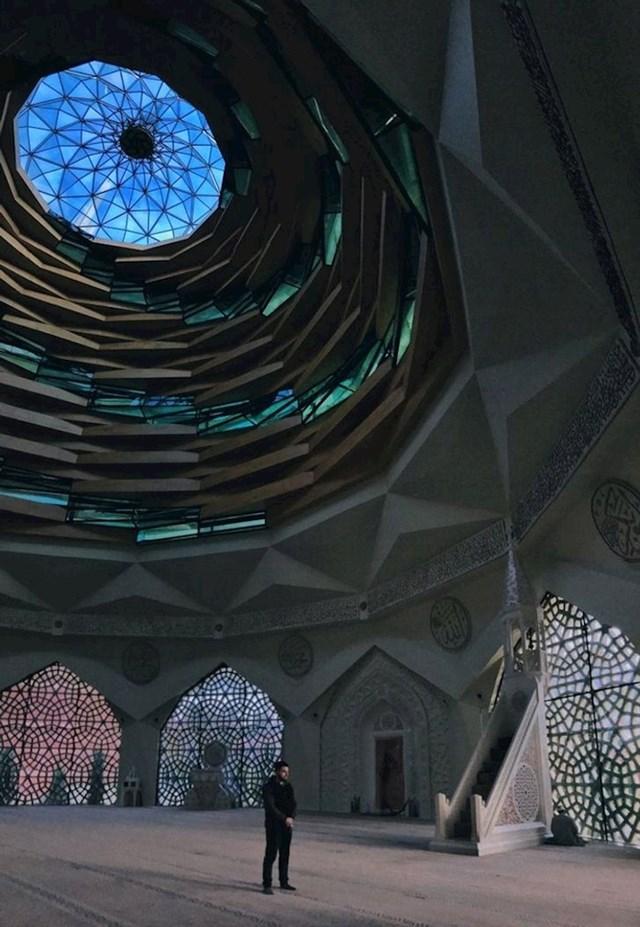 Ovo je vjerojatno jedna od najneobičnijih džamija u gradu. A u Istanbulu ih ima oko 3.000.