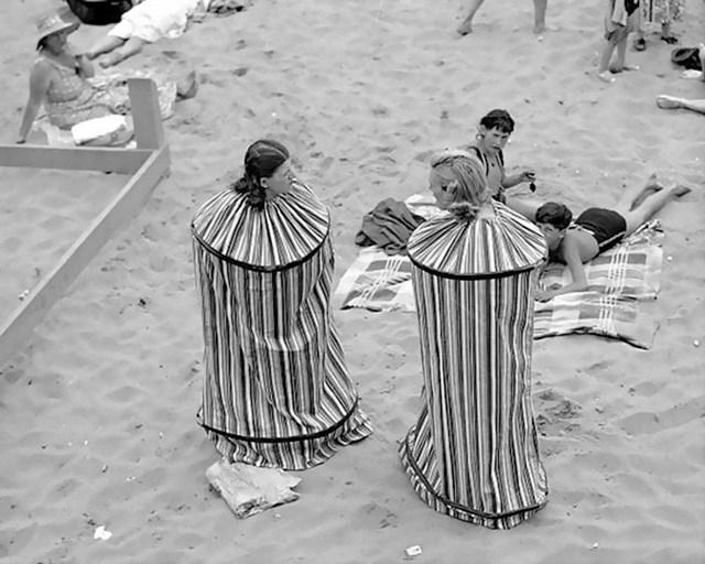 Ovako su se žene prije presvlačile na plaži, mobilna svlačionica