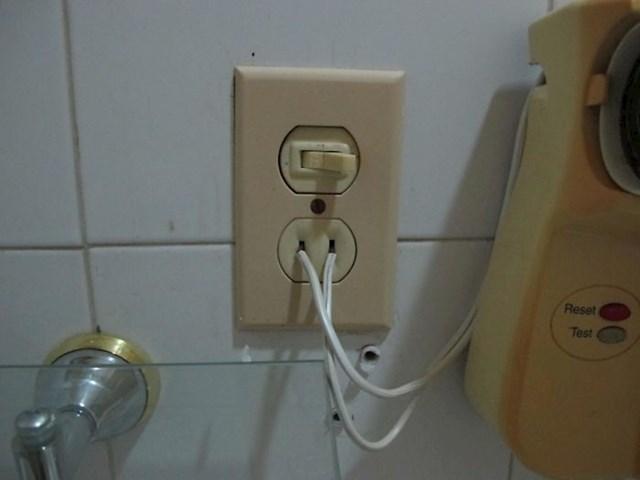 Fen za kosu ovako je spojen u struju