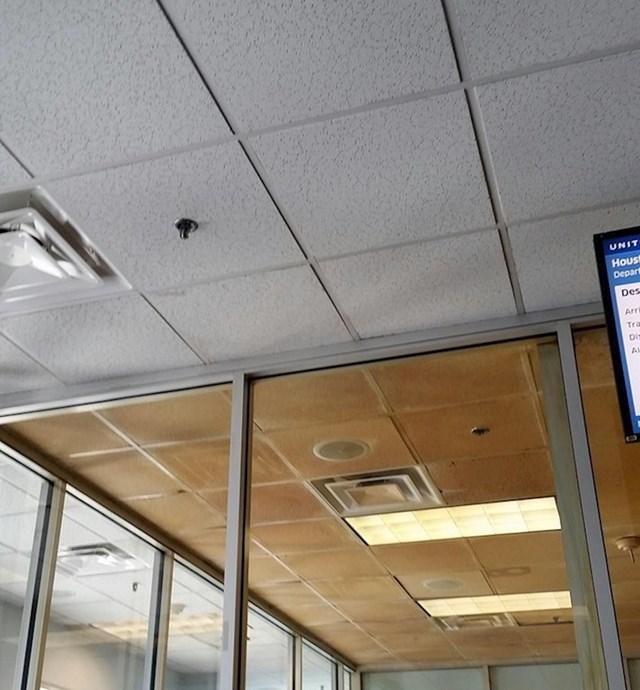 Strop prostorije za pušenje na aerodromu