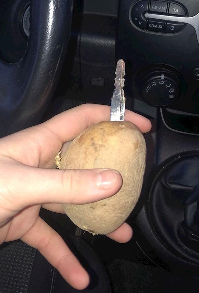 Prijatelju je pukao ključ i zabio ga je u krumpir i to je bilo to