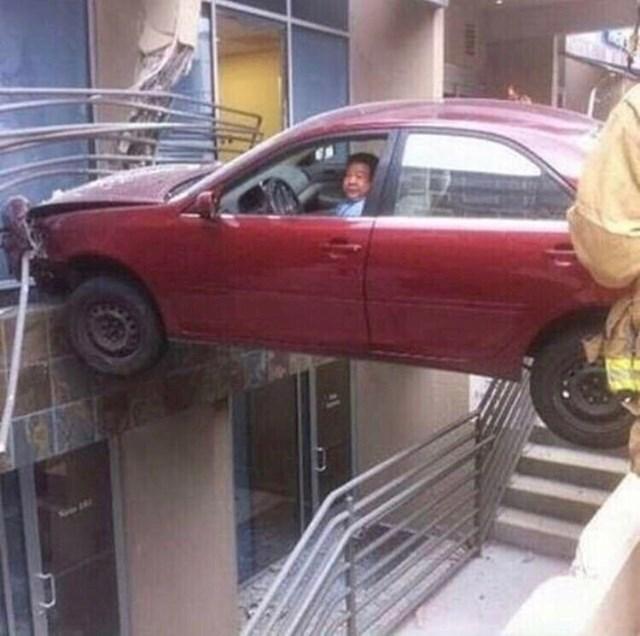 Išao je izaći iz garaže na više katova prečicom. I preživio.