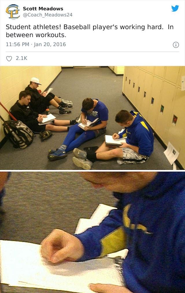 Glumili su da pišu zadaću u pauzi od treninga