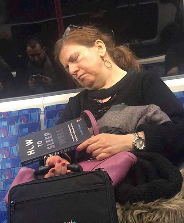 """Izgleda da u ovoj knjizi ima dobrih savjeta (""""Kako dobro spavati"""")"""