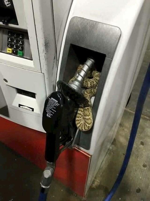 Išao je natočiti gorivo