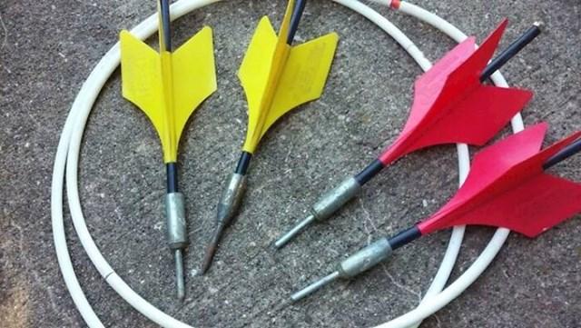 Popularna igra bila je gađanje pikado strelicama na školskom dvorištu