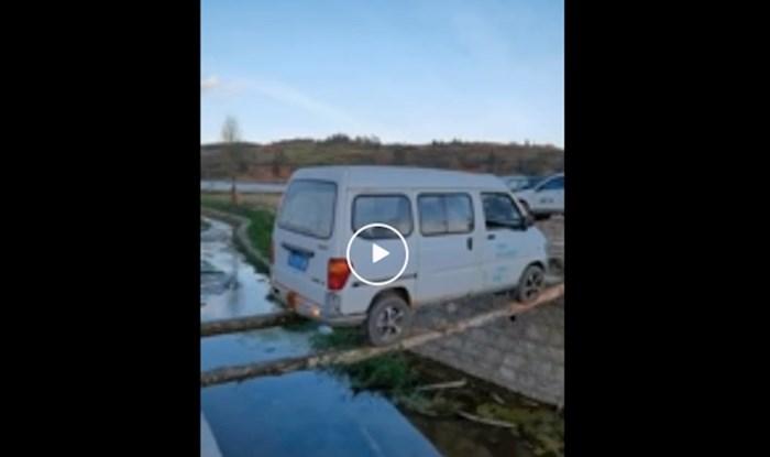 Video koji se gleda u jednom dahu; ovaj vozač je izveo stvarno neizvedivo