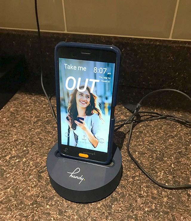 Hotel ima besplatni mobitel s neograničenim podacima i pozivima