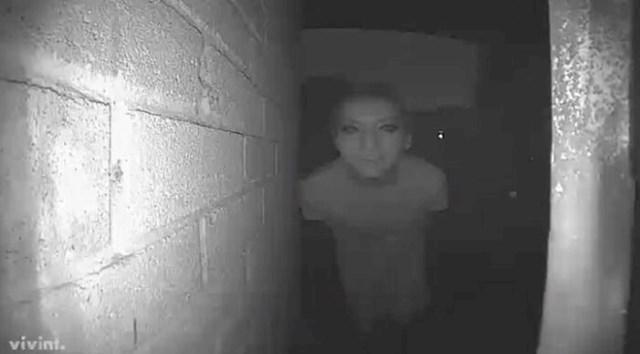 Kamera je usred noći snimila ovo ispred vrata