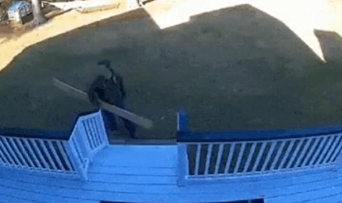 Sigurnosna kamera snimila je najgluplju nezgodu ikad, morate vidjeti što je tip uspio izvesti
