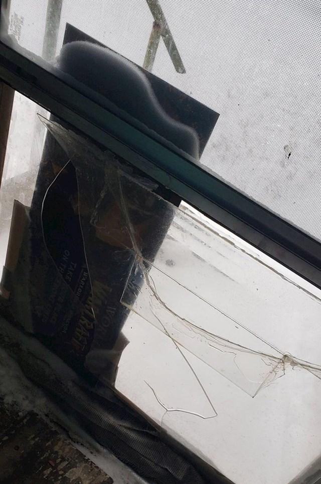 Moj stanodavac je napokon popravio stražnja vrata