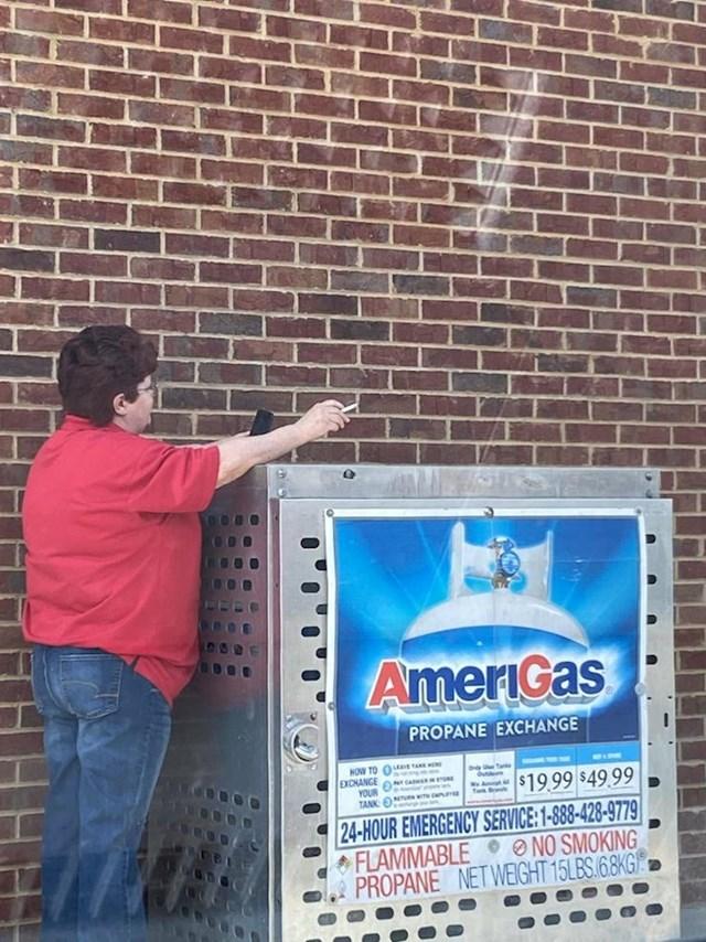 15. Pametnica koja puši pored plina