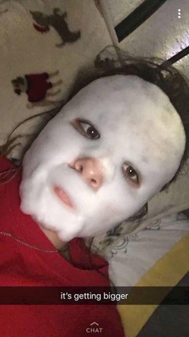Kupila je sumnjivu masku za lice.