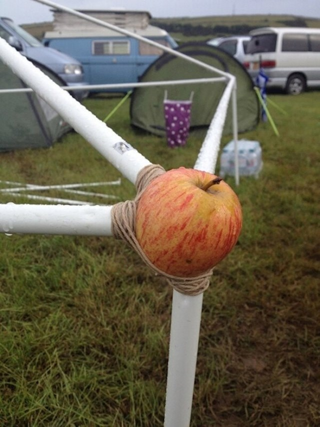 Šatori se navodno mogu pričvrstiti jabukama...