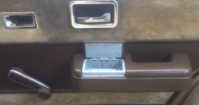 AKo ste ikad pušili u automobilu i koristili ovu pepeljaru (i ručno podizali stakla)