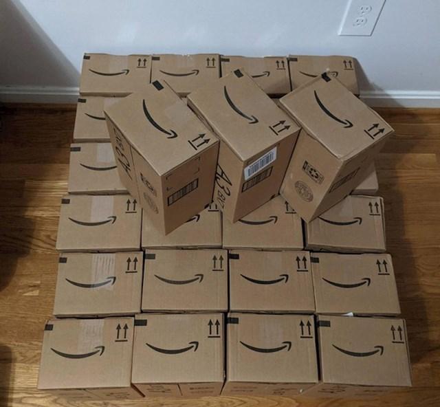 Naručio sam 27 istih knjiga s Amazona i dobio sam 27 kutija s jednom knjigom