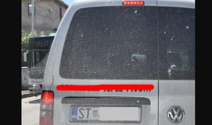 Majstor iz Splita na autu je oglasio što sve popravlja, ljudi umiru od smijeha