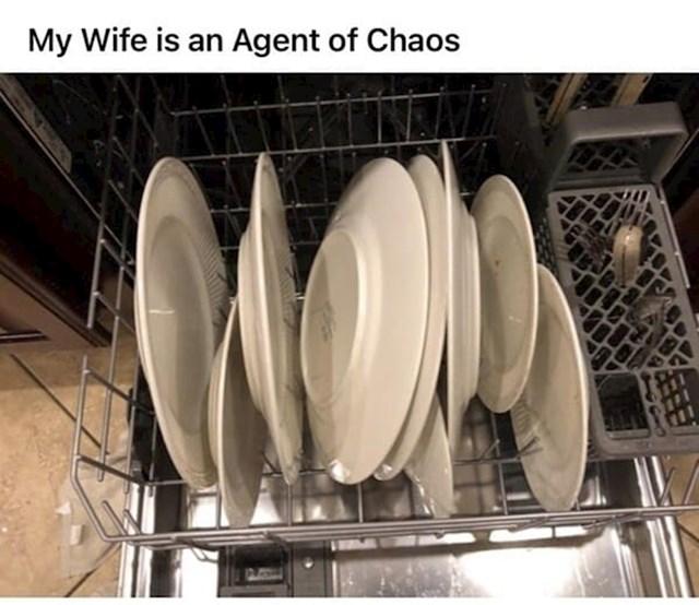 """""""Ovako moja žena posprema tanjure u suđericu"""""""