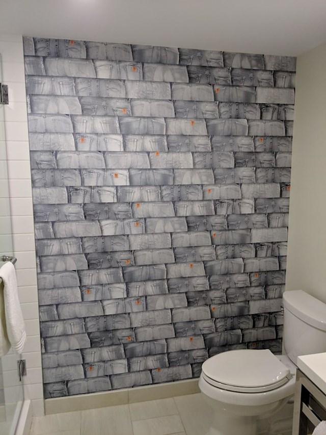 Pločice ovog hotelskog WC-a su zapravo stražnjice u levisicama