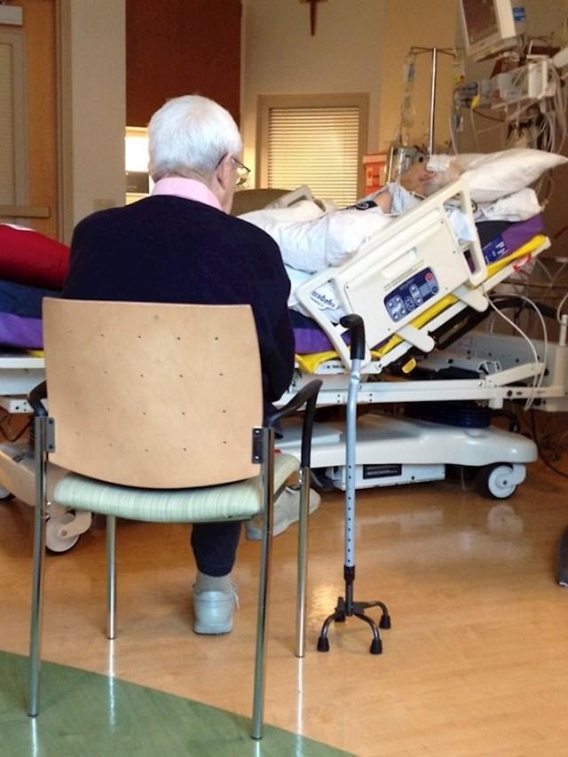 MOj djed od 90 godina se nije pomakao s ove stolice 4 dana nakon bakine operacije srca