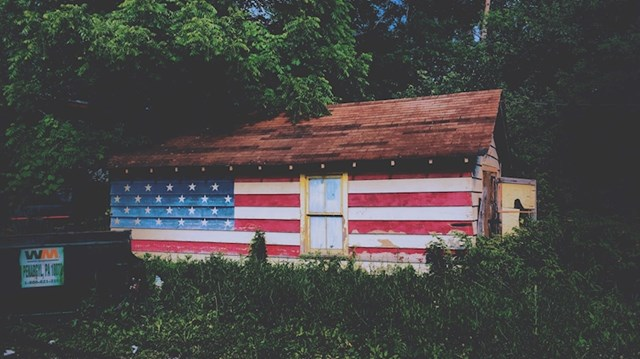 Zastave gdje god se okreneš - od fasada, odjeće, zidova pa do kuća