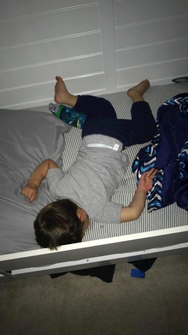 Moj sin spava kao da ga je netko istresao na krevet