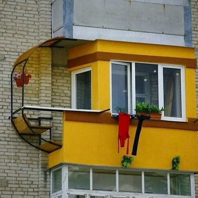 Sreća balkon nije kričav pa ne privlači poglede