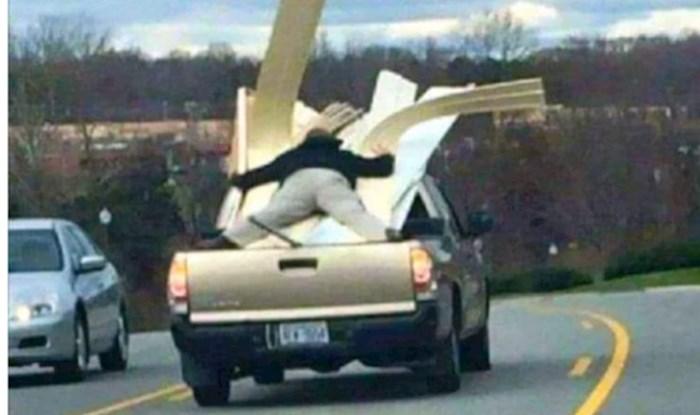 Ne postoji ljepši način da to kažemo: Idioti za volanom