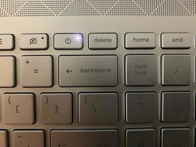 Tipka za gašenje laptopa je tik do tipke koja se najčešće koristi. Što može poći po krivu?